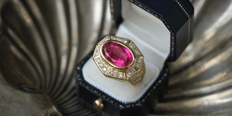 カラー宝石を使用したアクセサリー