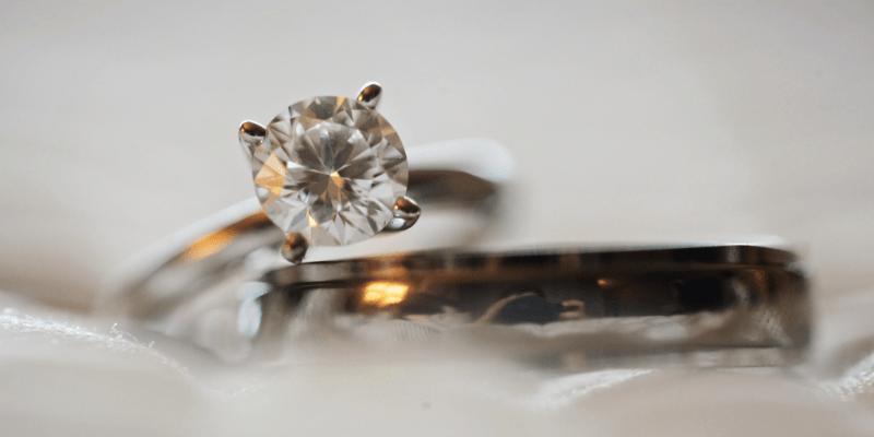 ダイヤモンドを使用したアクセサリー