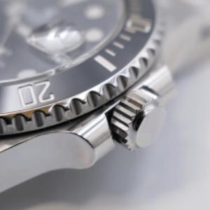 リューズの巻きがスムーズでない時計