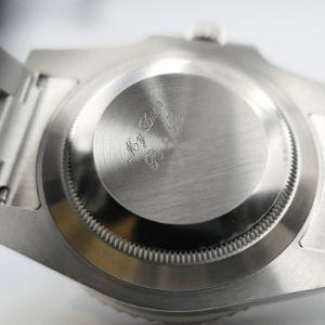 イニシャルが刻印してある時計